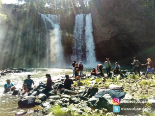 Suasana di bawah curug